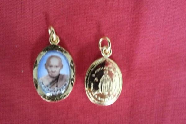 reverend-grandfather-medal-2B64BF4F0-075A-7D73-3C35-BBCB22737495.jpg